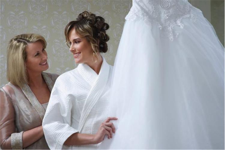 لأم العروس نصائح ضعيها في الاعتبار عند التحضير لحفل زفاف ابنتك