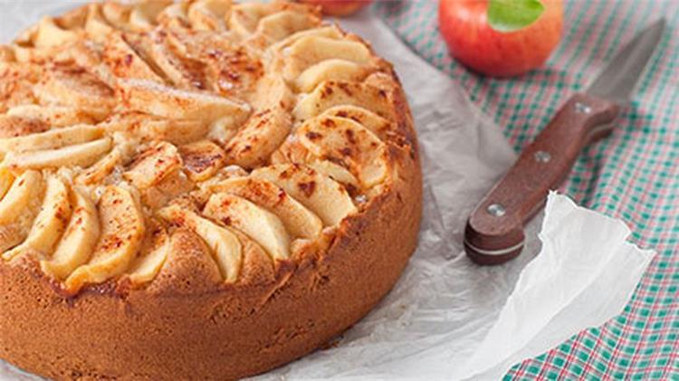 طريقة عمل كيك التفاح اللذيذة
