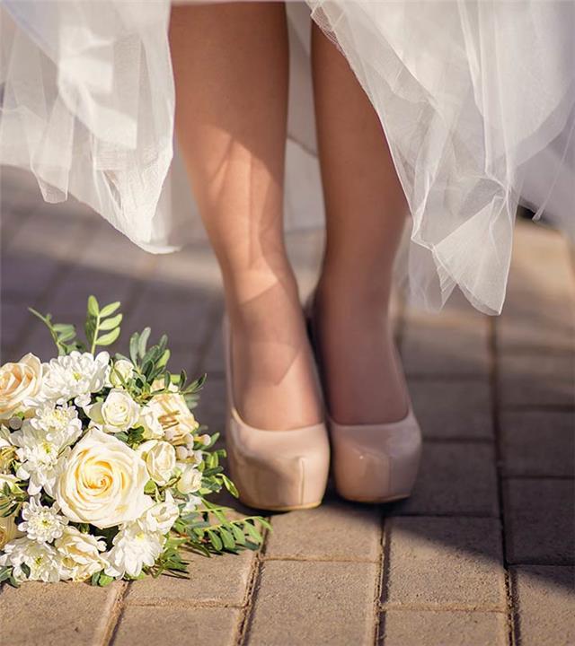 أحذية جريئة لامعة لحفل زفافك من تصميم رامي القاضي