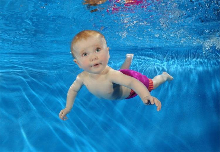 لماذا يجب أن تعلمي أطفالك السباحة تعرفي على الأسباب