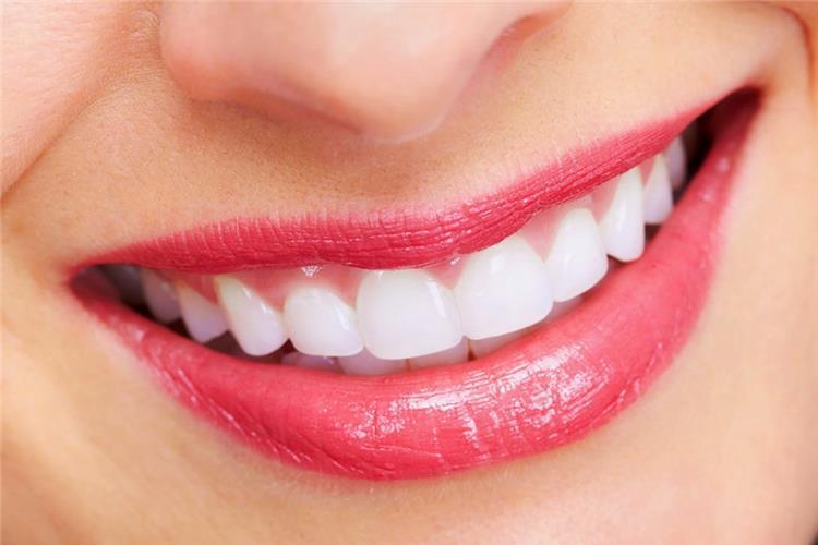 تبييض الأسنان بالبكينج بودر جنيه واحد يقضي على اصفرار الأسنان