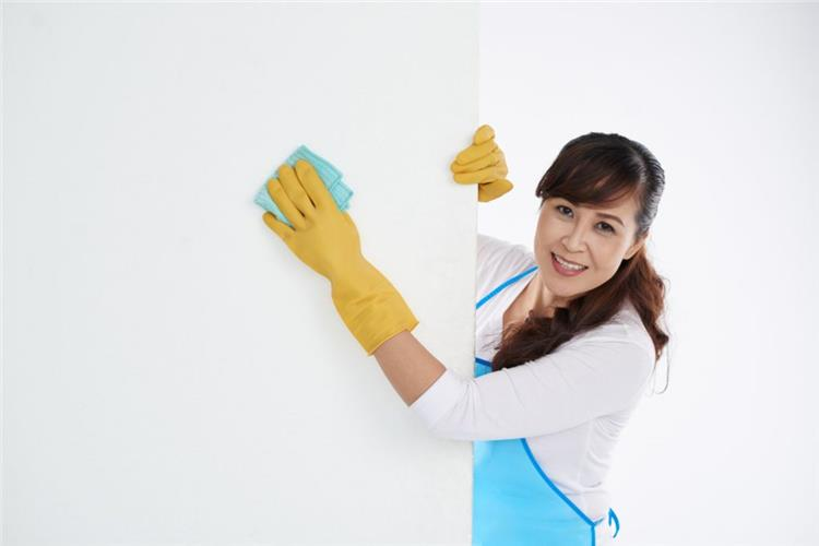 طريقة غسل الحوائط قبل العيد دون إفساد الدهانات