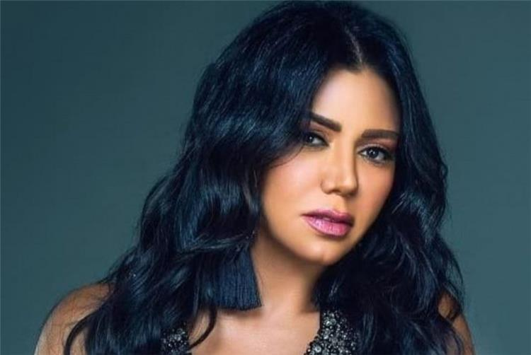 رانيا يوسف تسخر من نفسها بعد ظهورها بالمايوه المثير