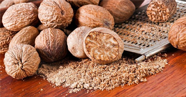 20 فائدة لجوزة الطيب على الصحة تخلص الكبد والكلى من السموم