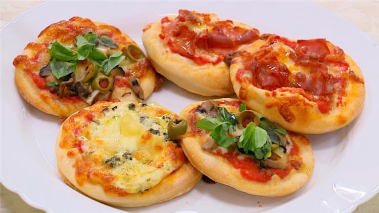 طريقة عمل الميني بيتزا للأطفال في المدرسة