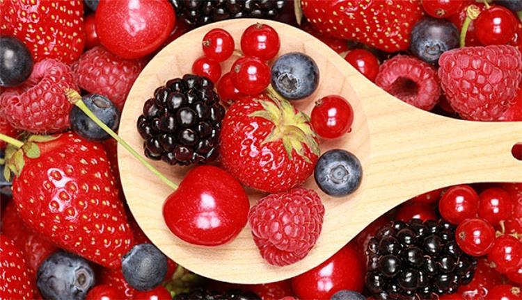 فوائد الفاكهة ذات اللون الاحمر