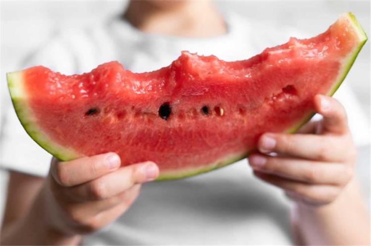 أهم 9 فوائد صحية لتناول البطيخ
