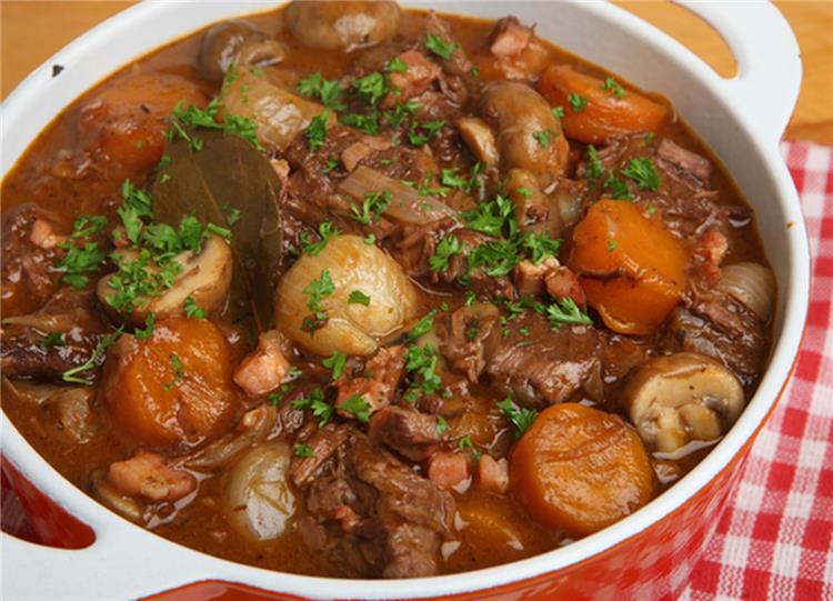 منيو غداء اليوم طريقة عمل طاجن اللحم بالبصل