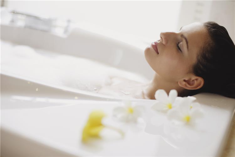 حمام الميرمية للاسترخاء وشد ترهلات الجسم