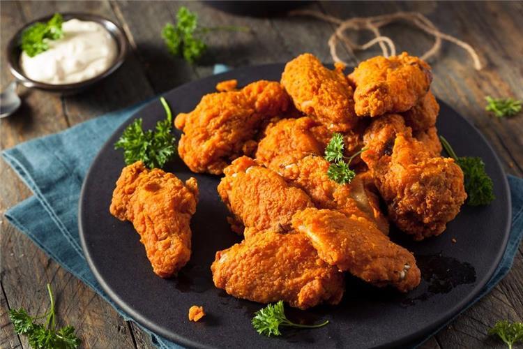 منيو غداء اليوم حضري أجنحة الدجاج المقرمشة