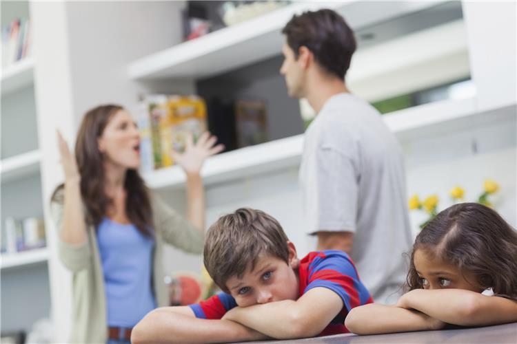 6 نماذج لتأثير الخلافات الزوجية على أطفالك