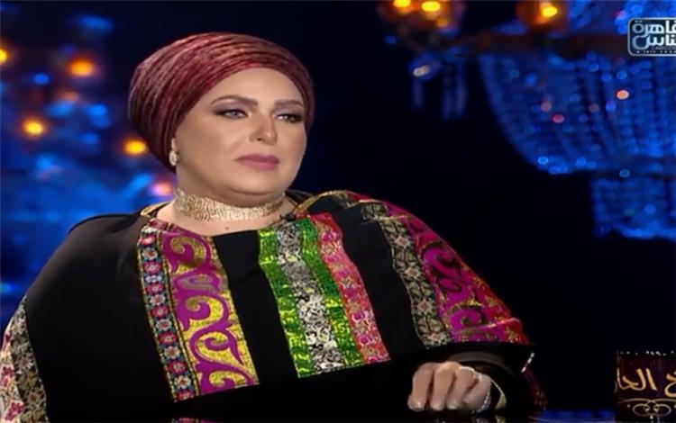 صابرين تنفعل في شيخ الحارة أنا مش محجبة ولو كنت عاملة شعري كنت قلعت الحجاب
