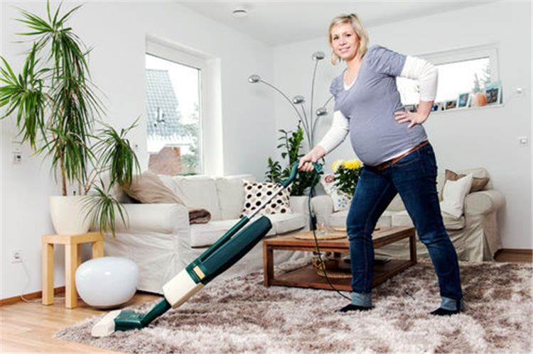 تجنبي هذه الأعمال في المنزل خلال فترة الحمل