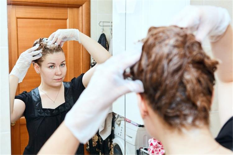 صبغة شعر طبيعية للحامل من منزلك