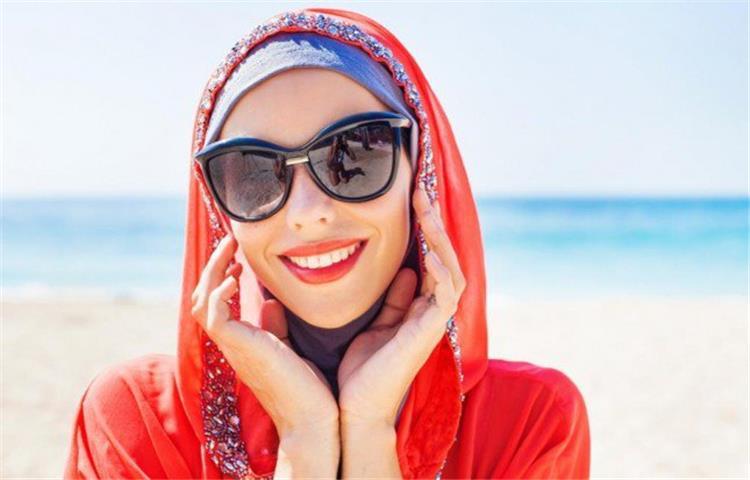 5 نصائح لارتداء نظارة الشمس مع الحجاب