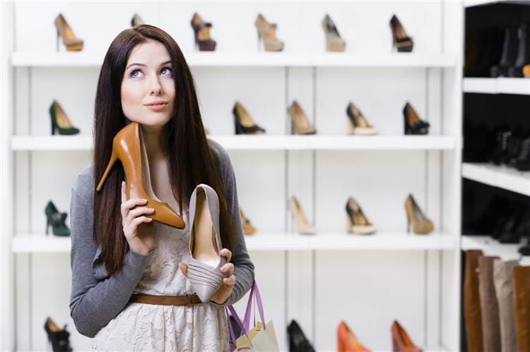 5 خطوات للتنسيق بين ملابسك وحذائك