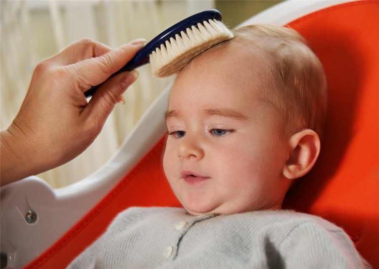 وصفات طبيعية لعلاج الشعر الخفيف عند الأطفال