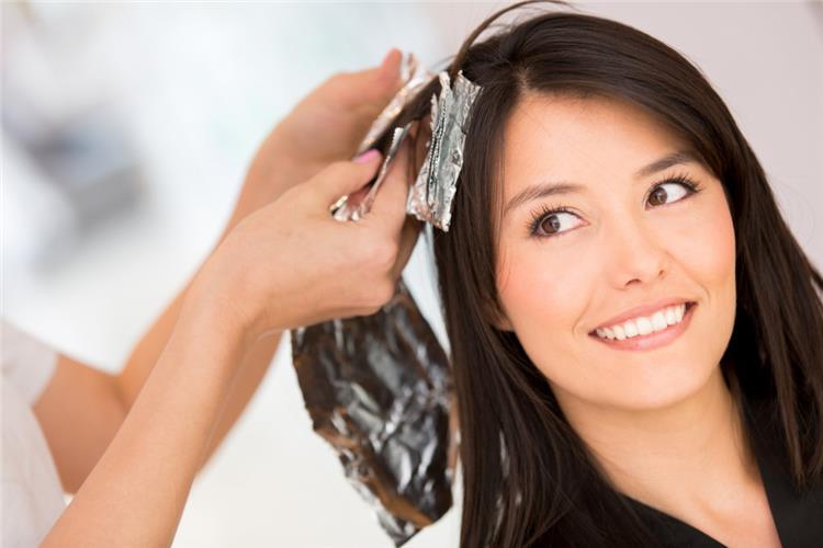 هل صبغة الشعر تضر الحامل في الشهر الرابع