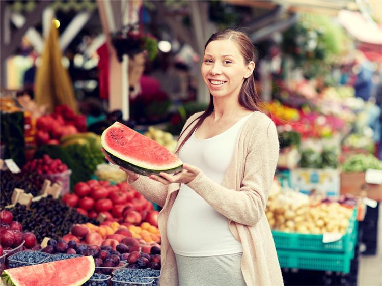 أطعمة تساعد على ترطيب جسمك أثناء الحمل