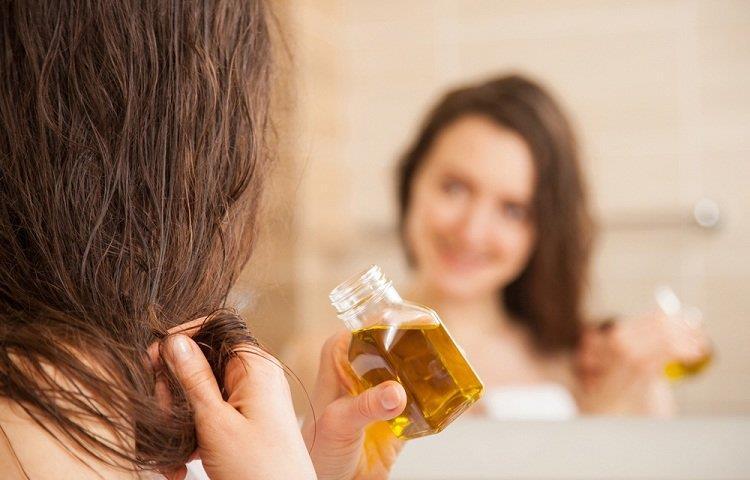 وصفات طبيعية لتطويل الشعر بزيت الزيتون