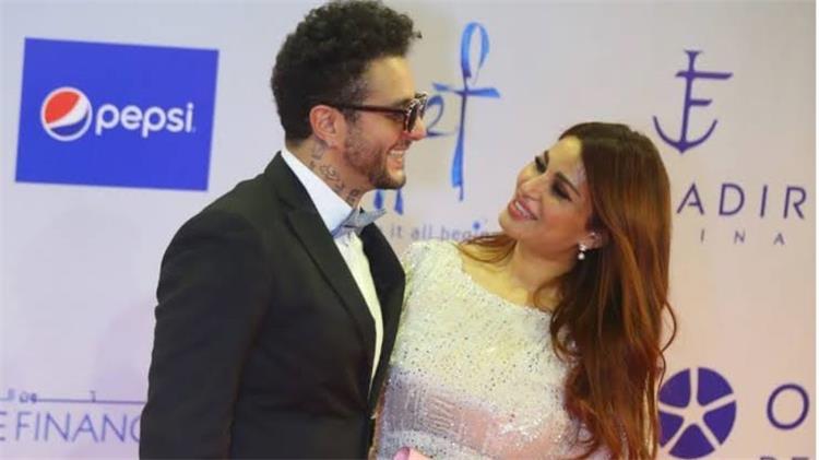 أحمد الفيشاوي يوضح حقيقة انفصاله عن زوجته بهذه الصور