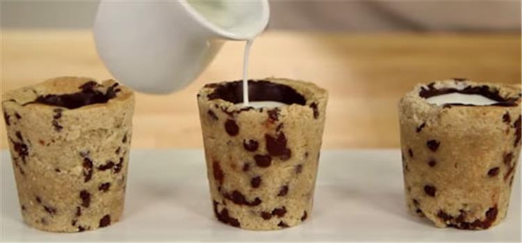 أكواب البسكويت بالشوكولاتة والحليب حلوى جديدة ومفيدة لأطفالك