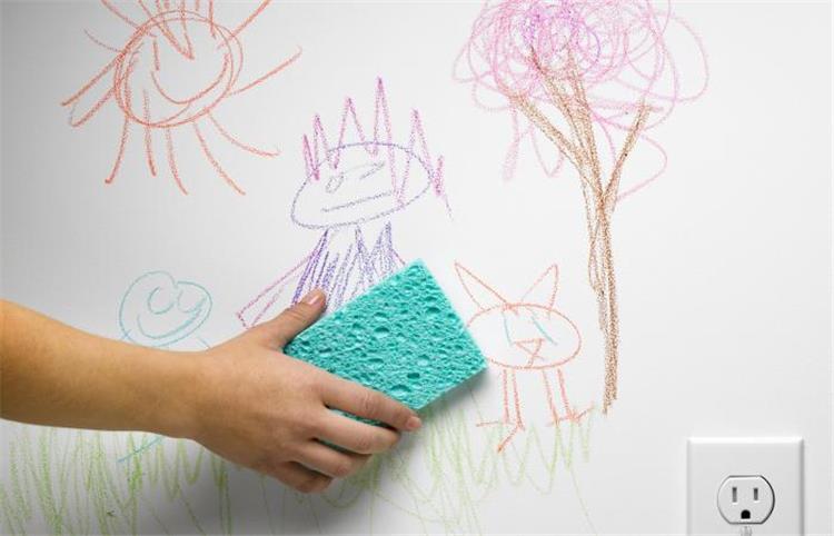 كيفية تنظيف آثار الأقلام الفلوماستر من على الحائط