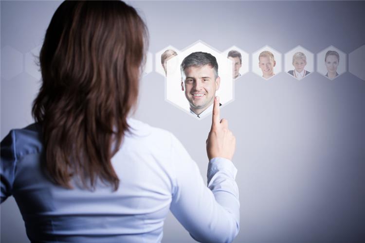كيف تلفتين نظر الرجال 5 طرق مجربة