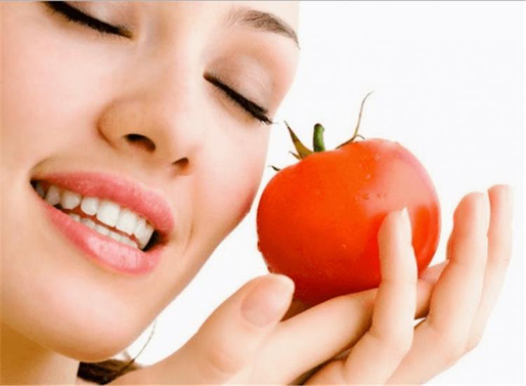 ماسك الطماطم لعلاج حب الشباب