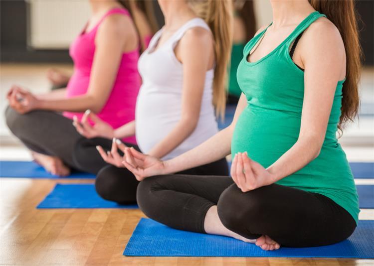 5 فوائد لممارسة اليوجا في فترة الحمل ونصائح لضمان سلامتك