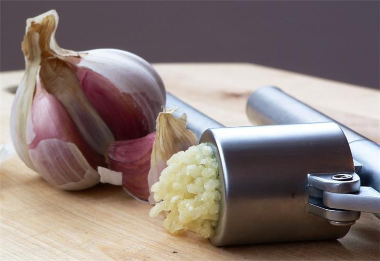كيفية تخزين الثوم بطريقة صحية