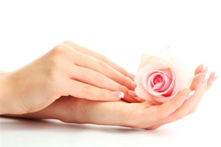 11 وصفة طبيعية مجربة لترطيب اليدين وتنعيمها ومن أول مرة