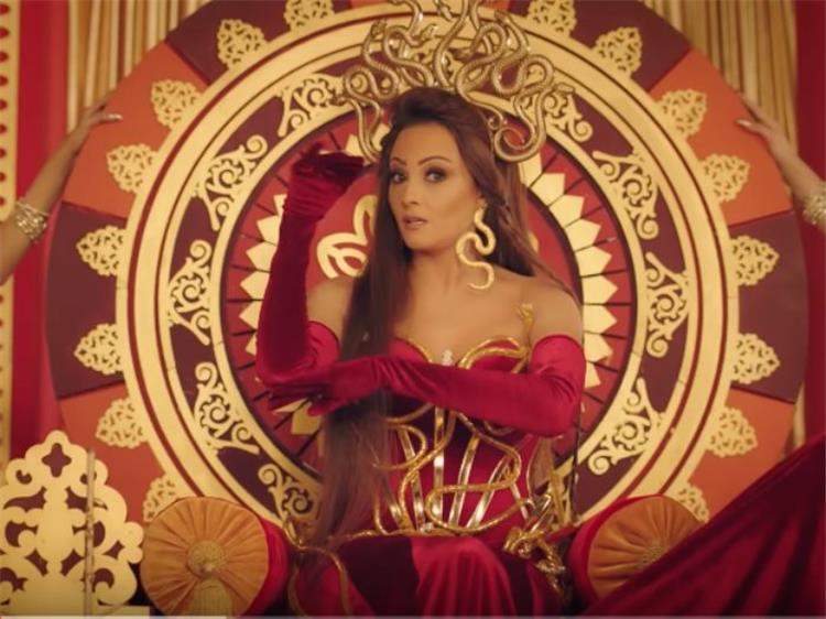 بشرى تهاجم محمد رمضان في أغنيتها الجديدة ملك الغابة لدغته كوبرا