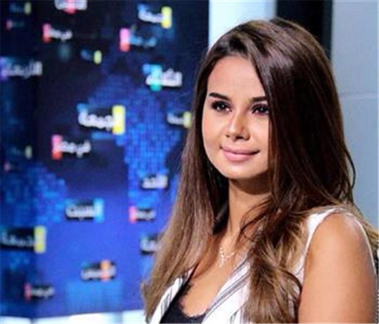لأول مرة شاهد بالصور جمال منة عرفة بحفل خطوبتها