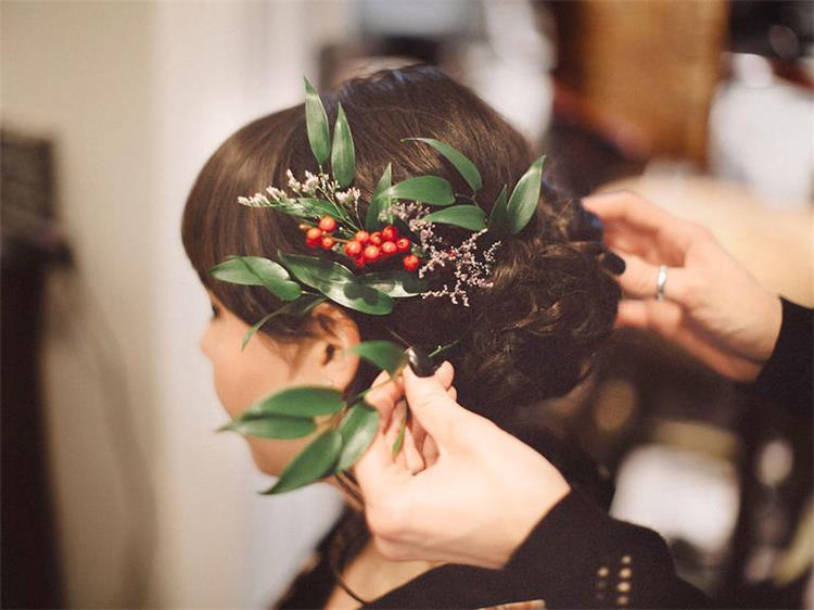 5 أسئلة عليك توجيهها لمصفف شعرك قبل الزفاف