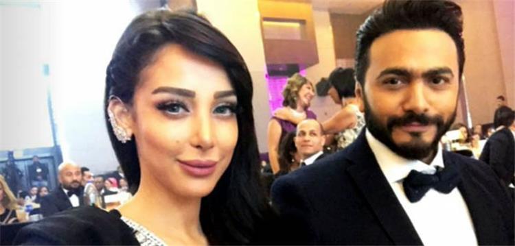 تامر حسنى يخفى وجه ابنتيه فى رحلة عائلية بجبال لبنان