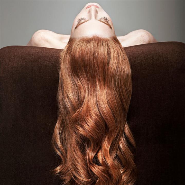 كيفية تنظيف الشعر والحفاظ عليه بشكل صحي