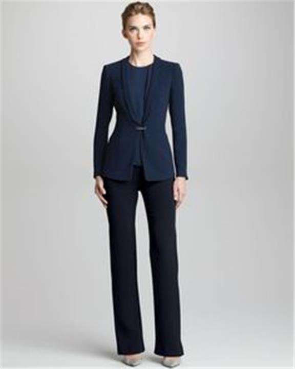 6 تفاصيل لاختيار الملابس المناسبة لاجتماعات العمل