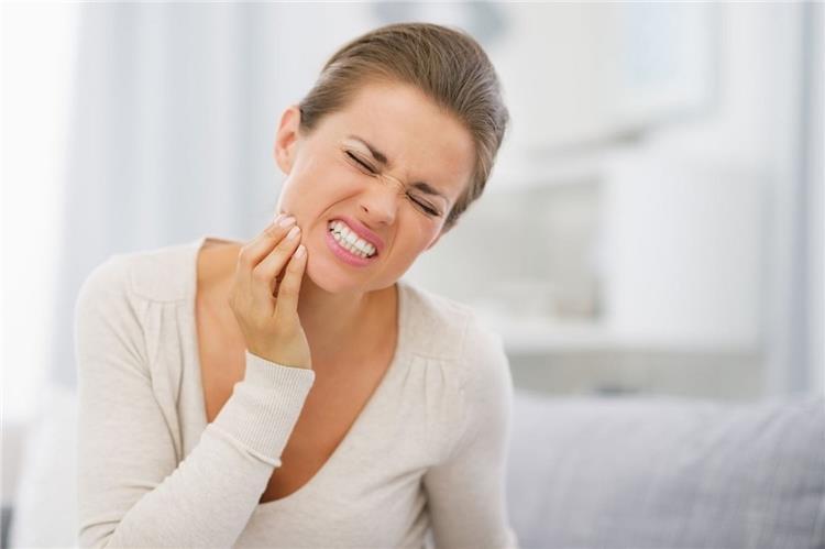 علاجات طبيعية للتخلص من ألم الأسنان في المنزل