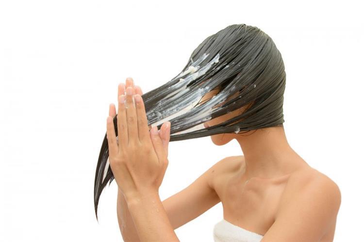 4 ماسكات طبيعية لترطيب شعرك قبل الشتاء
