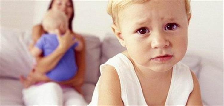 كيف تتمكني من علاج غيرة طفلك المرضية نصائح هامة
