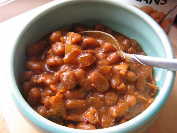 منيو غداء اليوم طريقة عمل فول بالطماطم ومخلل الخيار السريع