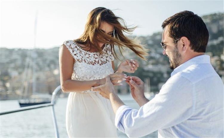 6 علامات تكشف عن اقترابه من طلب يدك للزواج