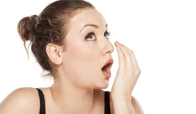 تخلصي من رائحة الفم بعد أكل الفسيخ بـ5 طرق