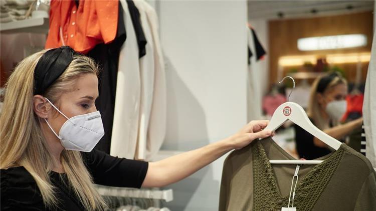 7 احتياطات لازمة عند شراء ملابس العيد لتجنب الإصابة بفيروس كورونا