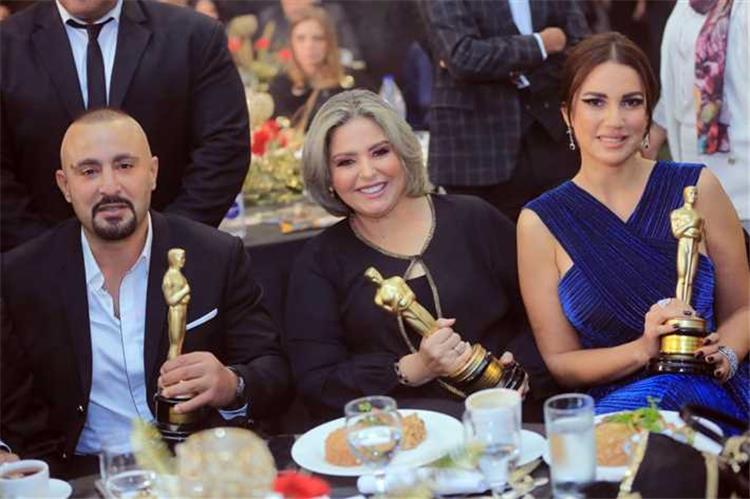 أحمد السقا يجبر خاطر صابرين في أول ظهور لها بدون حجاب شاهد ماذا فعل
