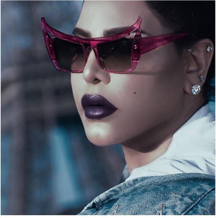 أحلام تثير الجدل بمجموعة نظارات شمسية من البوتيك الخاص بها