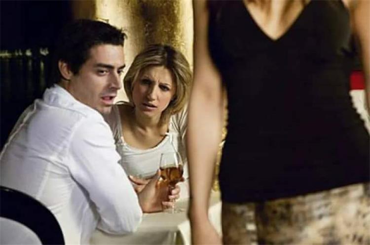 علامات المراهقة عند الأزواج