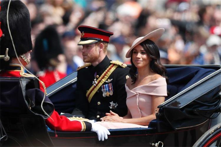 إطلالة ميجان ماركل الهادئة تخطف الأنظار في حفل عيد ميلاد الملكة إليزابيث