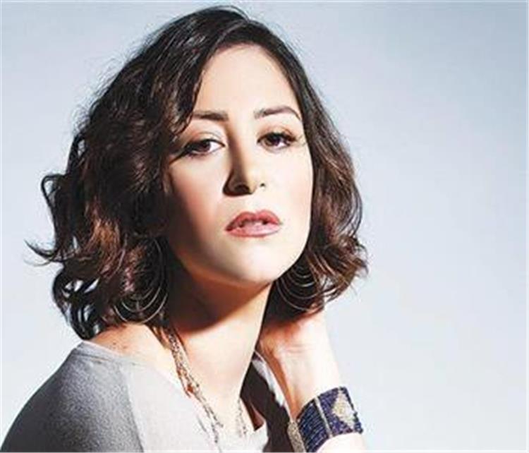 منة شلبي تتعرض للنقد بسبب ردها القاسي على احدى المراسلات ماذا قالت